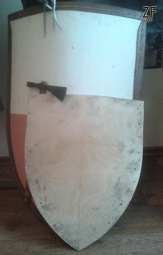 Основа для рыцарского щита 54 на 44 (фанера в два слоя по 4 мм)