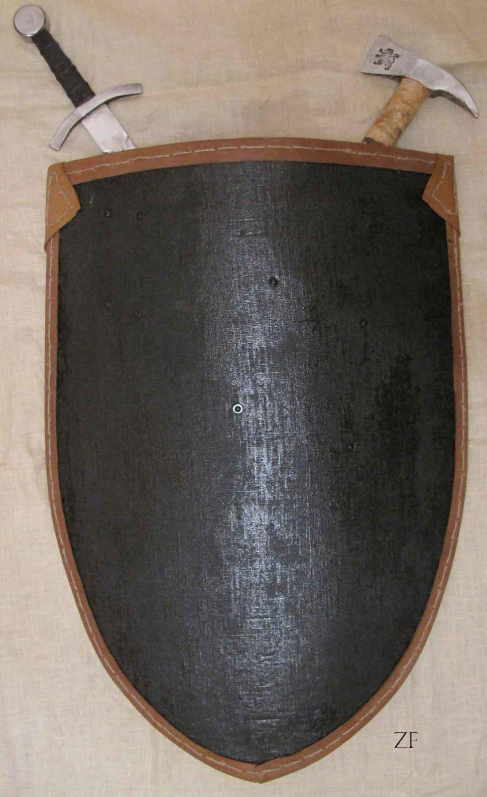 Элементы интерьера в средневековом стиле: щит, меч и топор