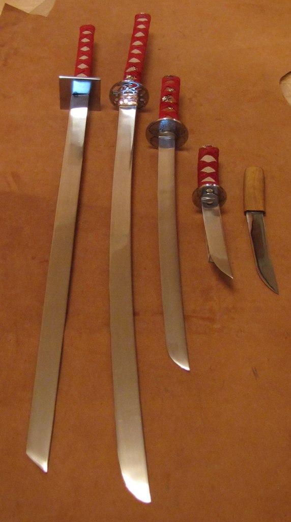 Синоби-гатана, катана. вакидзаси, танто, айкути
