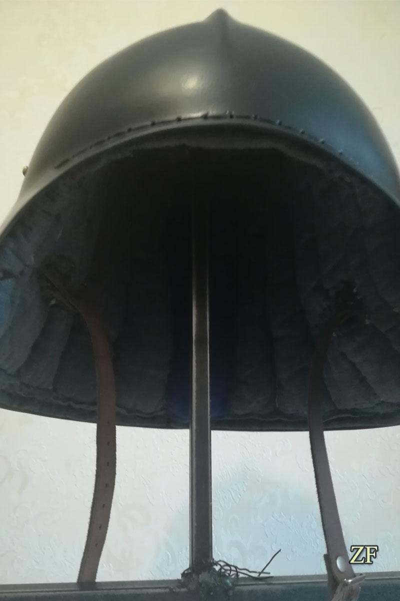 Салад, рыцарский шлем, шлем нильфгаардской гвардии с подшлемником