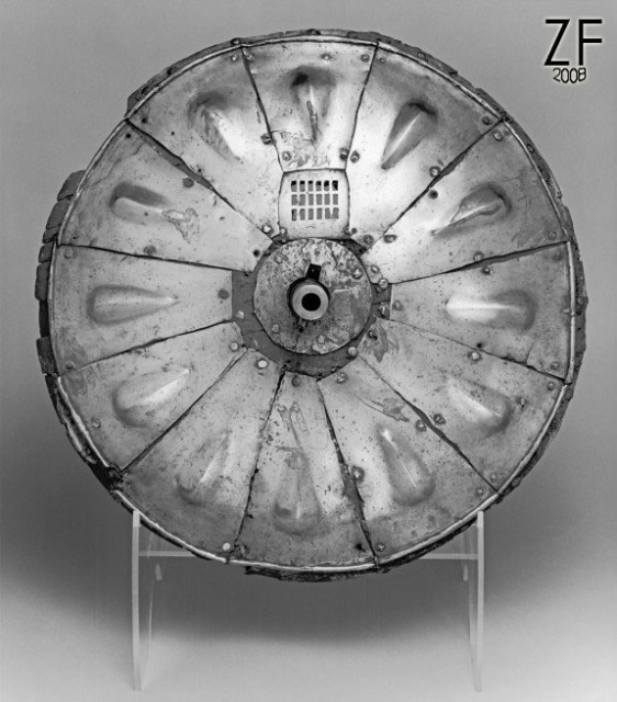 Рондаш троншейный  (gunsmith Giovanni Battista of Ravenna proposed this gun shield to King Henry VIII of England in 1544)