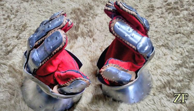 Латные рыцарские рукавицы